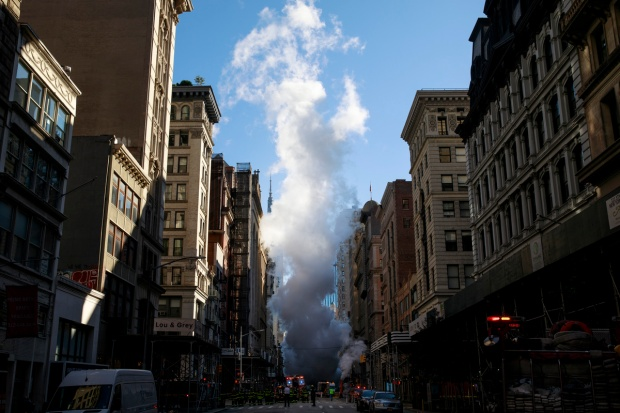 Top News Photos: Steam From Pipe Explosion Engulfs NYC Block