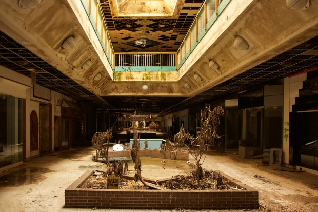 Images of America's 'Creepiest' Abandoned Mall in Missouri