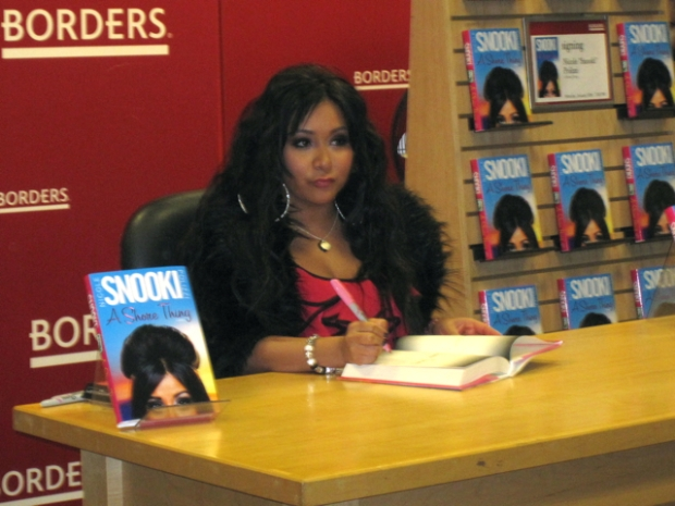 "Snooki-Mania: ""Jersey Shore"" Star Signs Books at Borders"