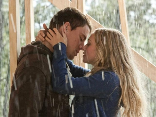 "[NATL]Check Out the Trailer for ""Dear John"""