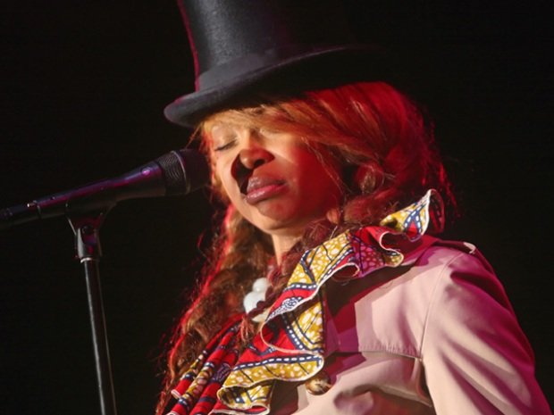 Screen Grabs: Erykah Badu at Humphreys by the Bay
