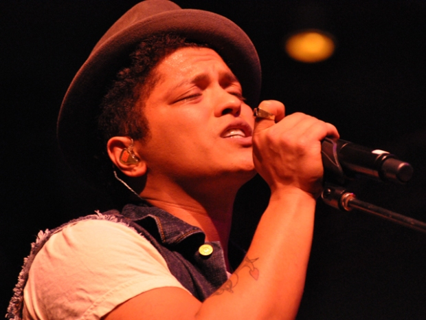 Screen Grabs: Bruno Mars at UCSD, Fluxx