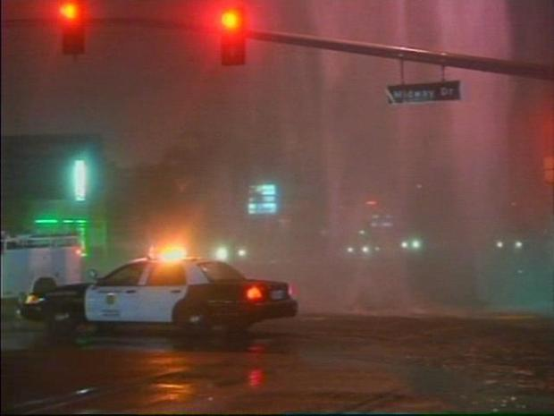 [DGO] Geyser Floods Busy Intersection