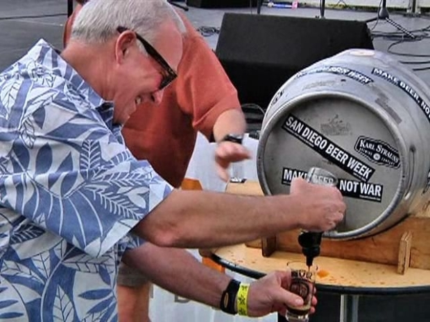 [DGO] Mayor Sanders Taps a Keg