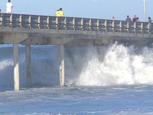 [DGO] Raw Video: Big Waves Pound OB Shore
