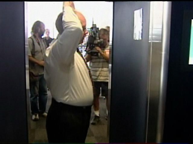 [DGO] Raw Video: Full Body Scanner Installed at Lindbergh Field