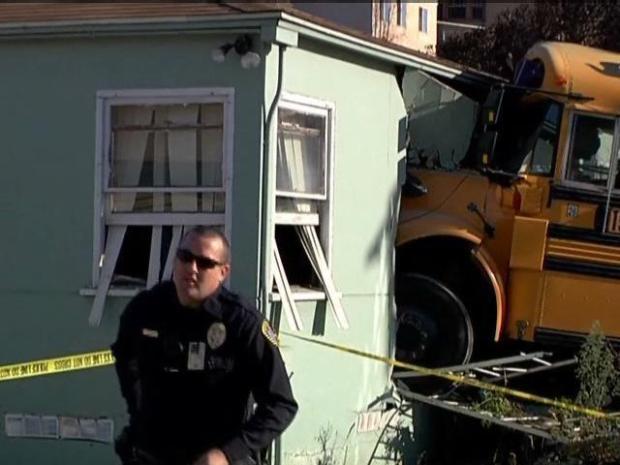 [DGO] School Bus Into Home: Raw Video