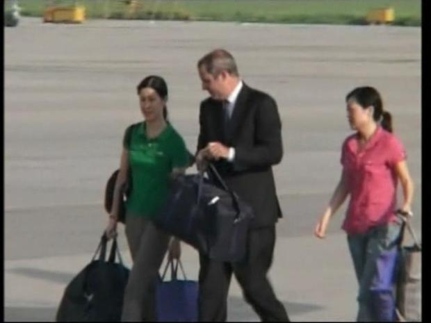 [BAY] Freed Journalists Leave North Korea