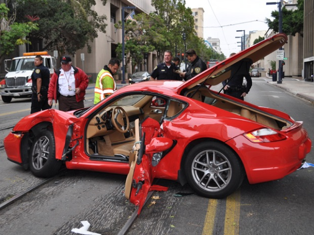 Porsche, Trolley Collide