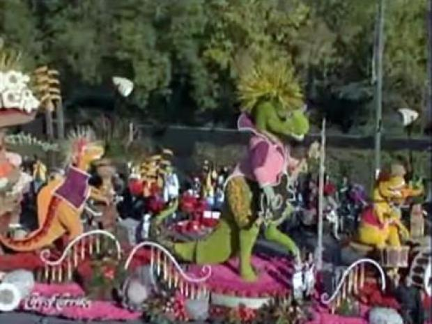[LA] Rose Parade Horses Show Off to Public