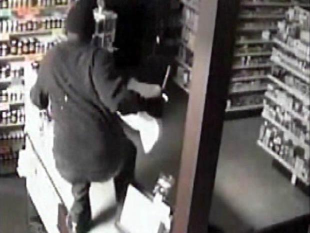 [LA] Raw Video: Burglar Falls During Pharmacy Heist