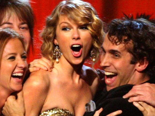 [NATL] Taylor Swift Makes History at CMAs