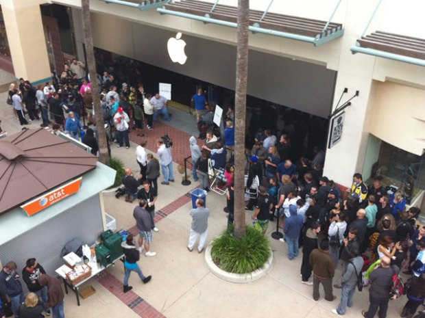iPhone4 Fans Line Up