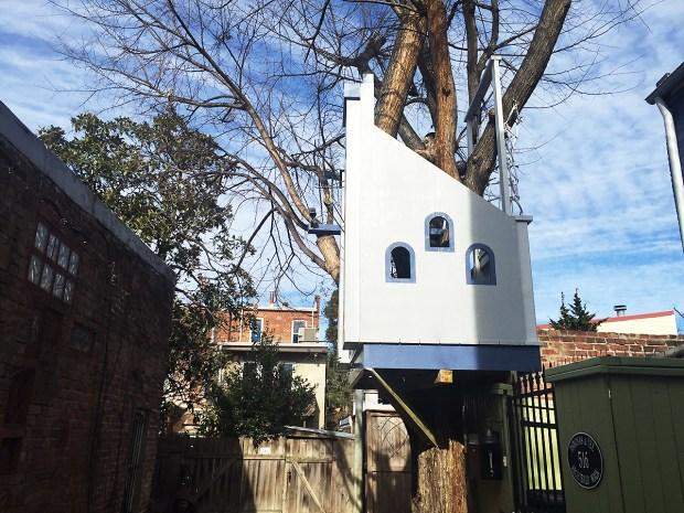 [NATL-DC] PHOTOS: Neighbors Spar Over Castle-Style Treehouse