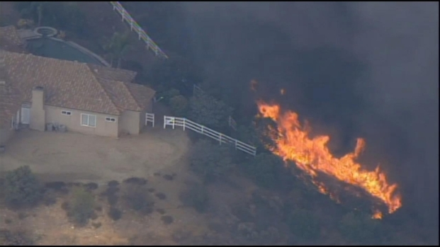 [LA] Raw Video: Firefighters Protect Murrieta Homes