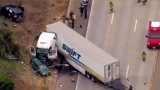 [DGO] Big Rig Crosses into Oncoming Traffic, Collides With Vehicles