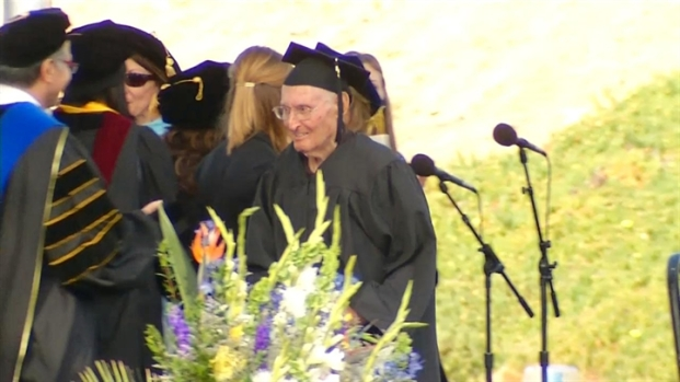 [DGO] 90-Year-Old Graduates from CSUM