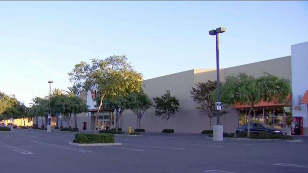 [DGO] Border Chaos Shuts Down Outlet Mall During Busy Shopping Weekend