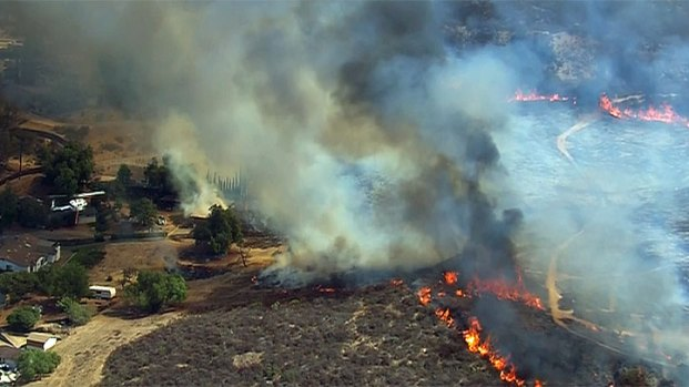 [DGO] Brush Fire Burns Close to Homes