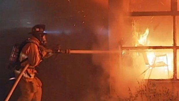 [DGO] Survivors Smash Windows to Escape Fire