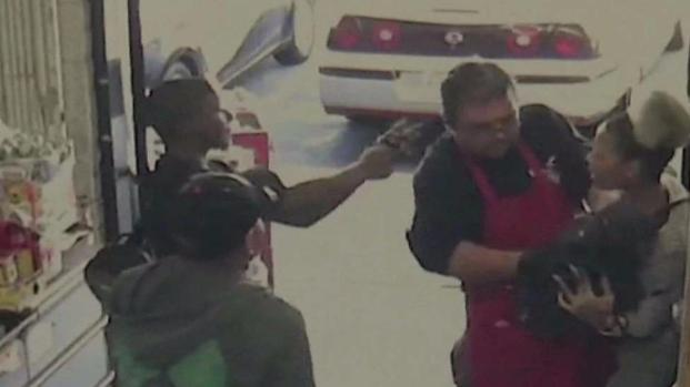 [DGO] Clerk Makes Risky Move Confronting Suspected Shoplifters