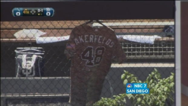 [DGO] Bud Black Remembers Darrel Akerfelds