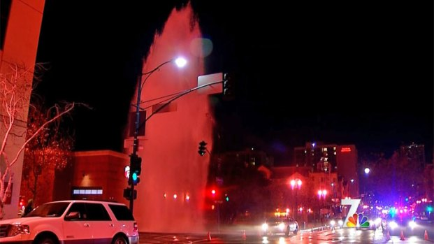 [DGO] Car into Hydrant Causes Geyser