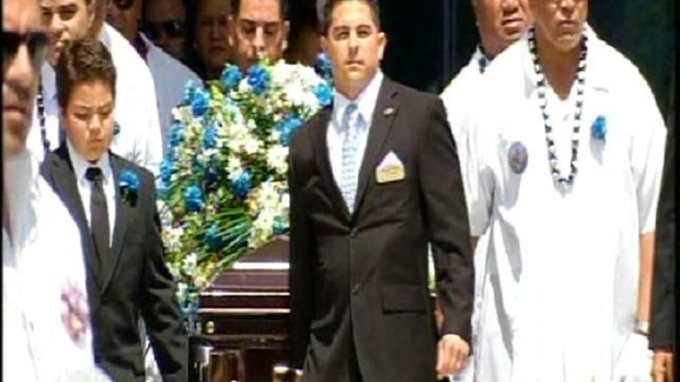 [DGO] Junior Seau's Casket Leaves Funeral
