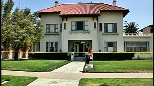 [DGO] Police: Microscope Key to Mansion Mystery