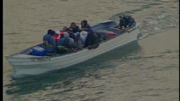 [DGO] Suspected Illegal Immigrants Towed to Shore: Raw Video