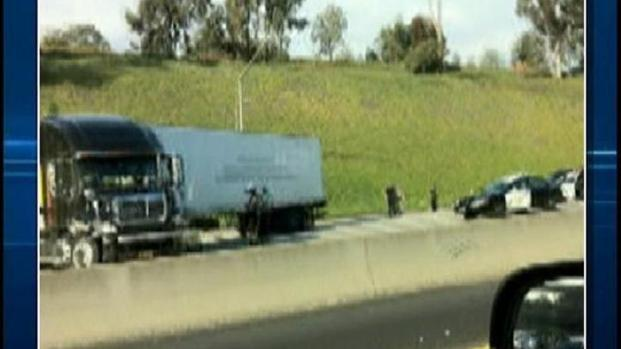 [DGO] Trucker Blocks Highway, Demands Obama