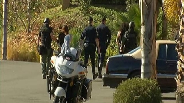 [DGO] U.S. Marshals, SWAT Stage Outside Del Cerro Apt.