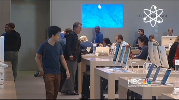 [BAY] Crowds Line Up at Apple Stores in Anticipation of New iPhones