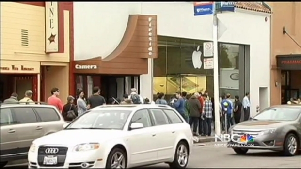 [BAY] Apple Faithful Welcome Launch of New iPhones