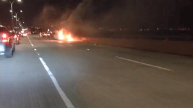 [BAY] RAW VIDEO: Motorist Drives Past Limo Fire
