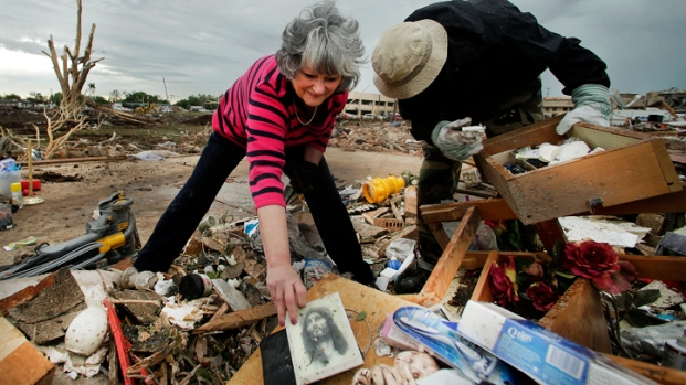 Dramatic Photos: Oklahoma Tornado Strike