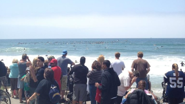 """San Diegans Gather for Junior Seau """"Paddle Out"""" Ceremony"""