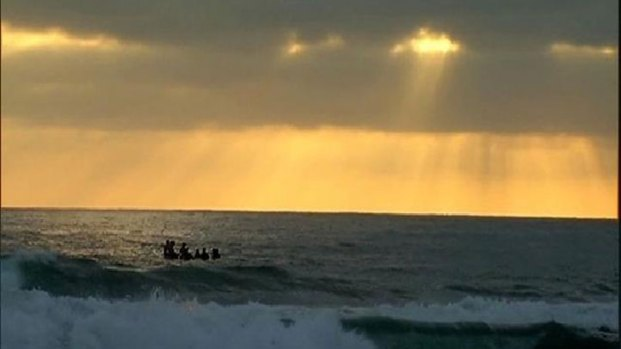 [DGO] Paddle Out Honors Slain Teenager: Raw Video