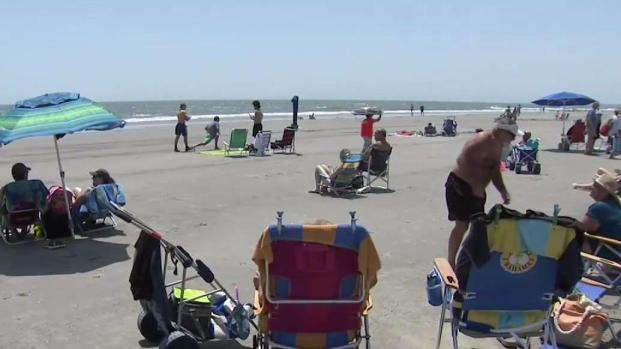 [NATL-PHI] Beach Tips: How to Hide Your Money, Keys