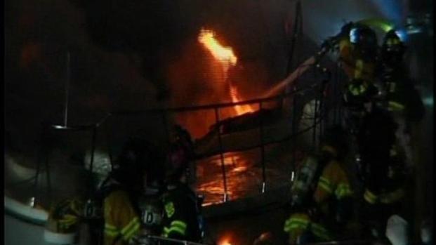 [DGO] Family Narrowly Escapes Boat Fire