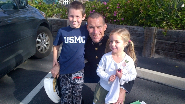 [DGO] Marine Dad Surprises Kids with Homecoming