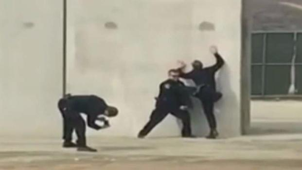 [DGO] Uniformed Officers Caught on Video Posing at Border Wall Prototype