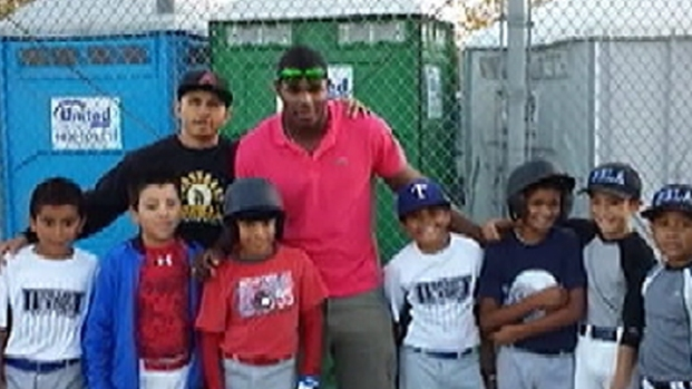 [LA] Puig Surprises Little Leaguers