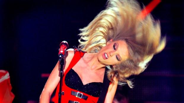 [NATL] Country Stars Shine at 2013 CMT Music Awards