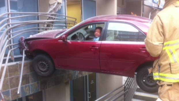 [DGO] Car Suspended Over Building