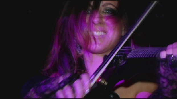 [DGO] Local Violinist Takes Tunes to the Club