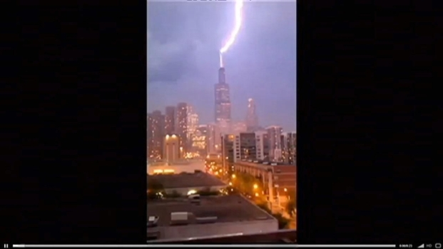 [CHI] Chicago Light Show: Lightning Strikes Willis Tower Antennas
