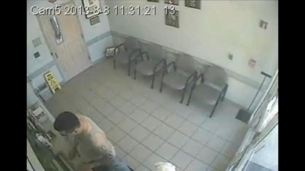 [MI] RAW VIDEO: South Miami Murder Suspect Derek Medina Turns Himself in