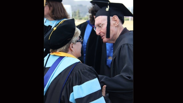 [DGO] 90-Year-Old Graduates With 3rd Master's Degree