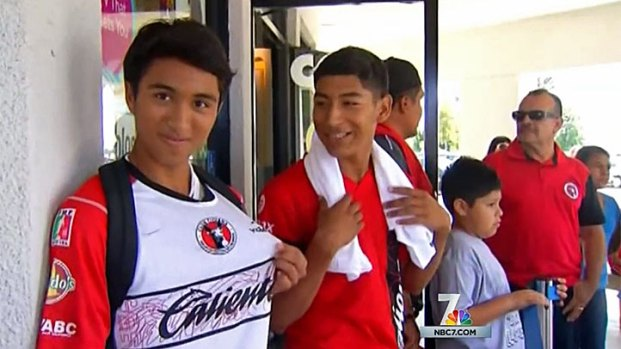 [DGO] Fans Line Up to Meet Xolos